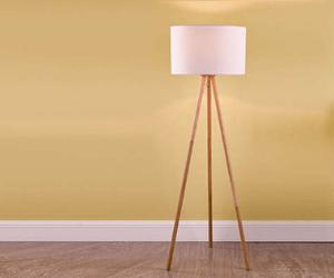 Dar floor lamp with wooden legs