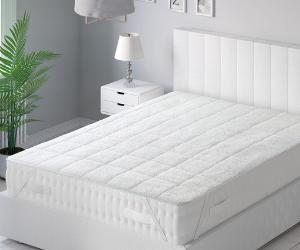 Dreamland heated underblanket on bed