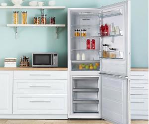 Montpellier white fridge freezer with open door