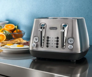 De'Longhi silver vintage style toaster