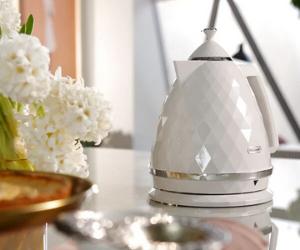 De'Longhi white glossy Brillante kettle